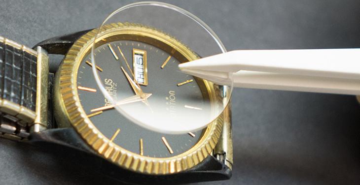 Chất liệu mặt kính đồng hồ