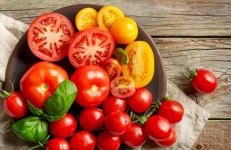 Cà chua, chiến binh làm đẹp da chị em nào cũng nên dùng
