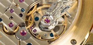 Tại sao đồng hồ thạch anh (quartz) lại chính xác hơn đồng hồ cơ tự động?