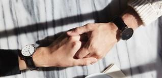 Đeo đồng hồ tay trái hay tay phải có ý nghĩa gì? Đeo tay nào tiện hơn?