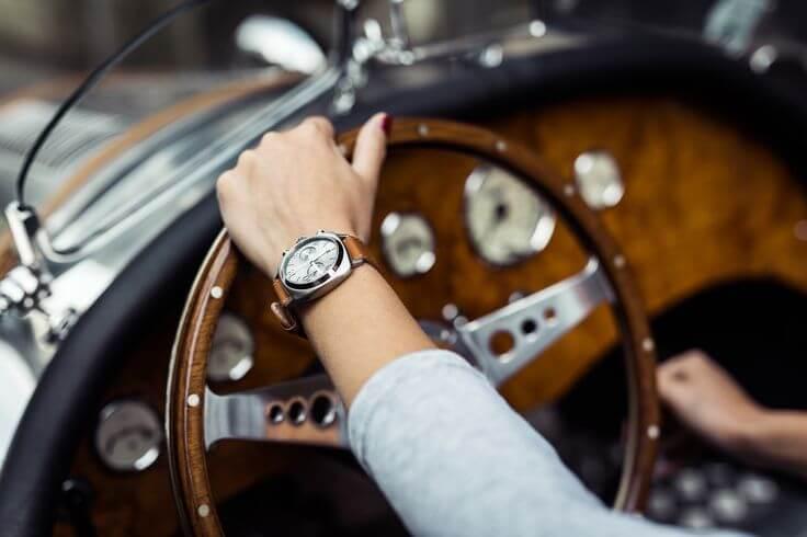 Đeo đồng hồ tay trái