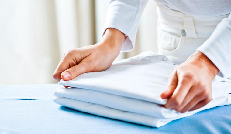 Cách gấp áo sơ mi gọn đẹp, không bị nhăn
