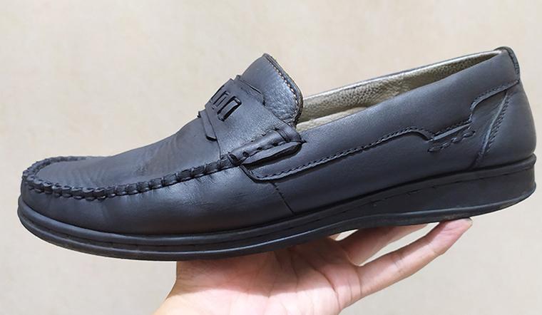 Cách thay thế xi đánh giày bằng kem đánh răng với tàn thuốc từ thợ đóng giày lâu năm