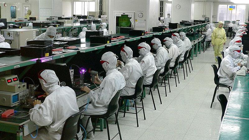 công nhân làm iphone
