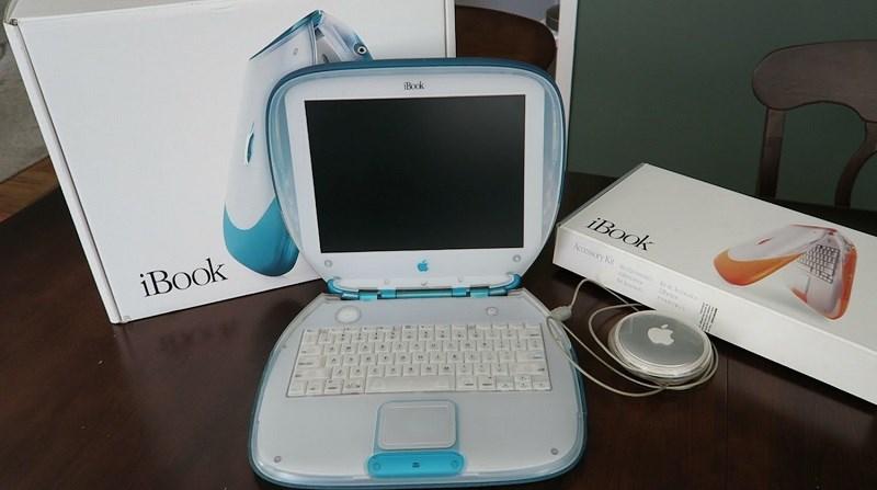 iBook tuổi 20: Steve Jobs tung chiếc laptop đầu tiên trên thế giới dùng Internet không dây