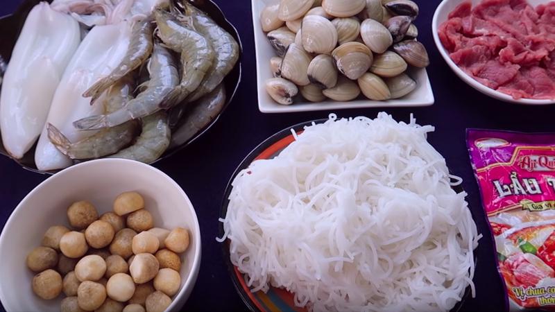 Lẩu Thái hải sản chua chua cay cay đánh bay cái lạnh