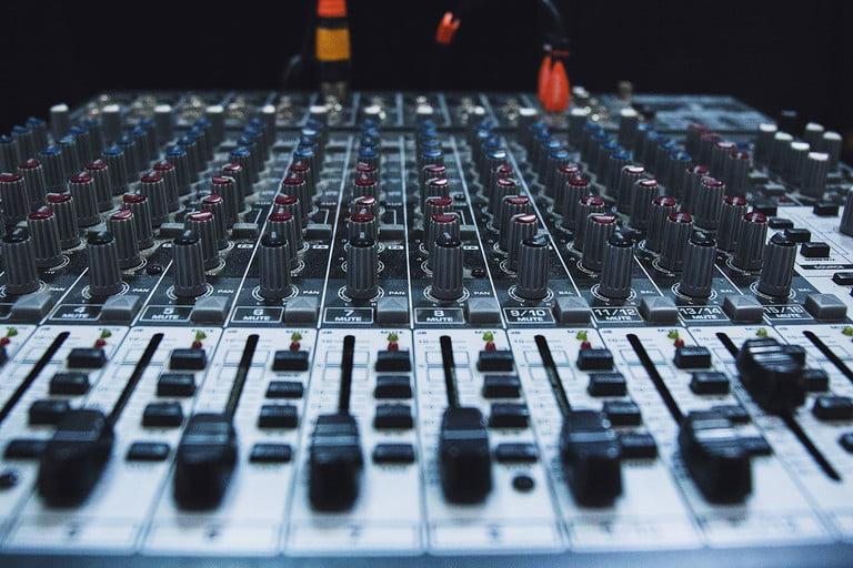 Equalizer là gì? Và những điều cần phải biết trong hệ thống âm thanh