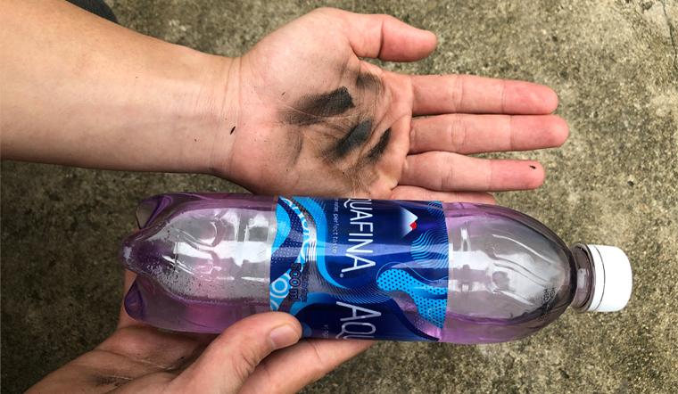 Tẩy sạch vết dầu nhớt dính trên tay chỉ với dầu hoả