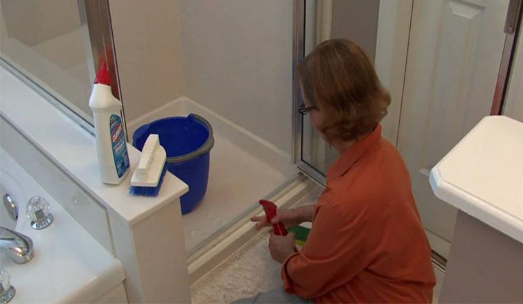 Cách tẩy nền gạch nhà vệ sinh sạch bóng với các nguyên liệu có sẵn tại nhà