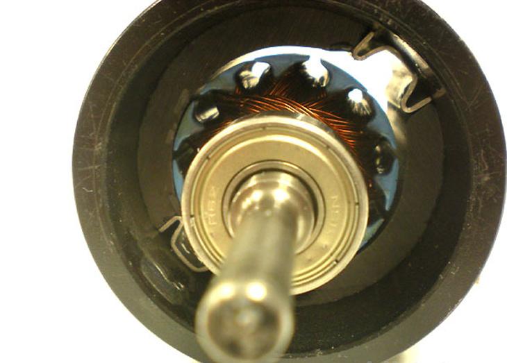 Động cơ chổi than: Cuộn dây được đặt trên phần quay roto