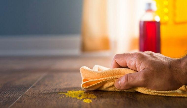 Cách tẩy vết sơn dính trên sàn nhà không làm hư hỏng sàn