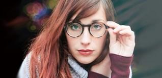 5 mẹo đeo kính không bị tuột xuống mũi
