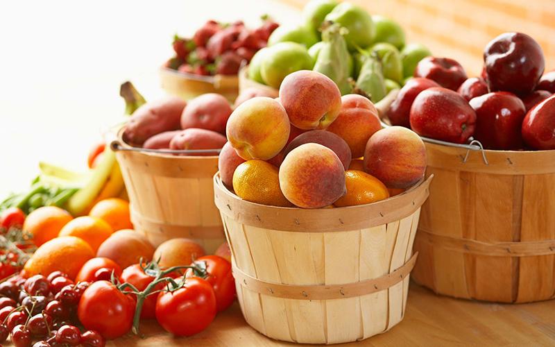 nên ăn nhiều thực phẩm có độ giòn, giàu chất xơ để giúp khoang miệng được sạch hơn, giúp nướu và hàm chắc khỏe hơn.