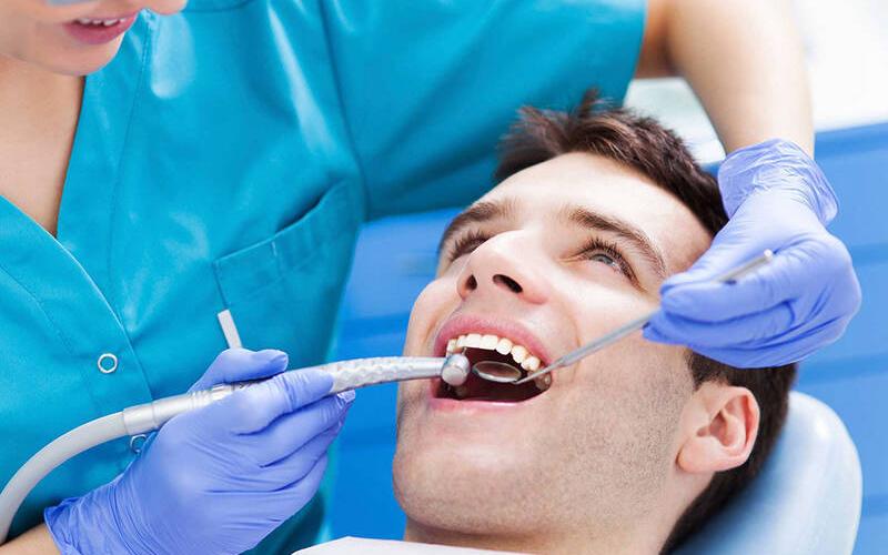 hãy đến nha sĩ để thăm khám và lấy cao răng định kỳ 6 tháng/ lần là điều rất cần thiết.
