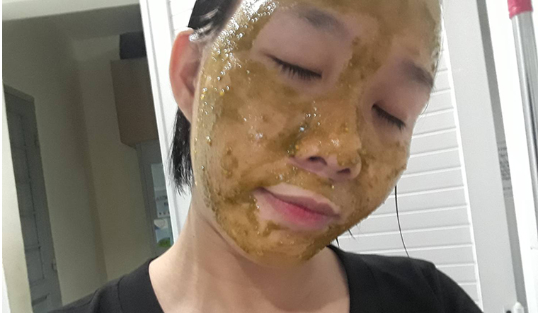 Công thức dưỡng da với mặt nạ tinh bột nghệ, trà xanh và mật ong