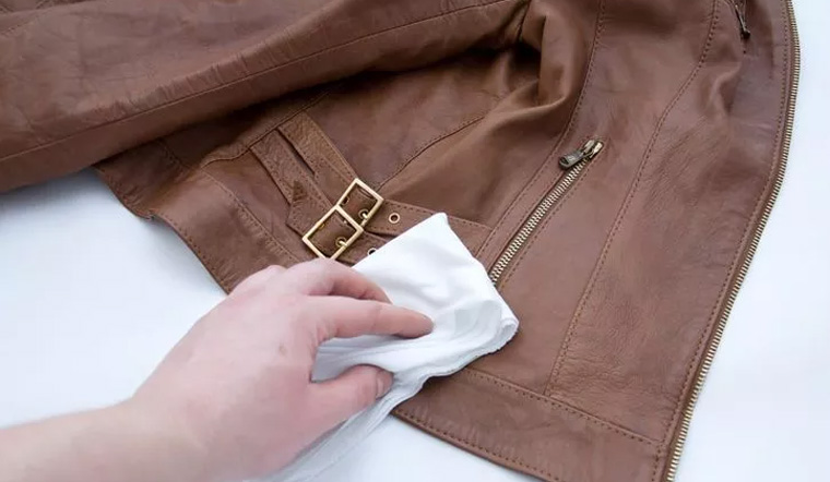 Cách giặt áo da và bảo quản áo da bền lâu, không bị mốc
