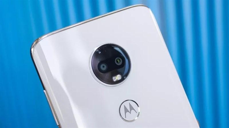 Xuất hiện smartphone Motorola mới, không notch, không lỗ khoét màn hình