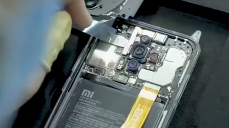 Phó Chủ tịch Xiaomi chia sẻ video sản xuất smartphone có camera 64 MP