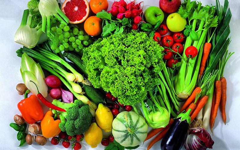 Thường xuyên chọn nhiều loại thực phẩm chứa vitamin và chất xơ bao gồm trái cây và rau xanh