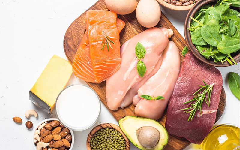 Bổ sung đầy đủ đạm protein có nhiều trong các loại thịt nạc, trứng, sữa, thịt cá, đậu hũ,tôm...rất có lợi cho người bị bệnh gan vì dễ tiêu hóa