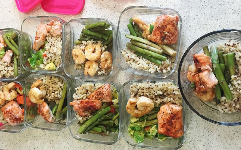 Nên ăn ít nhất 4 bữa trong ngày, duy trì bữa ăn phụ vào buổi tối