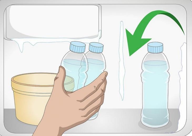 đặt lại chai nước sau khi dùng vào ngăn đá