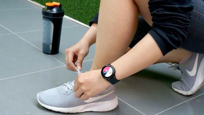 Top 5 smartwatch có thiết kế đẹp, quyến rũ, đáng mua dành cho phái đẹp - ảnh 1