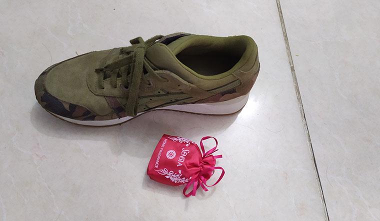 Cách đánh đuổi mùi hôi giày với túi thơm