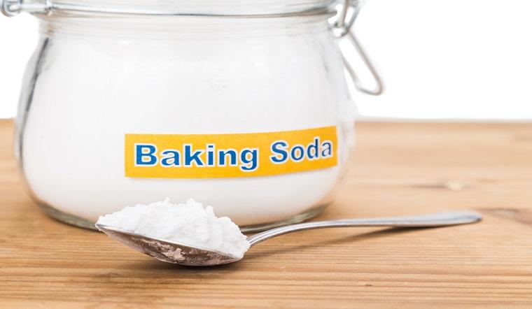 Cách tẩy sạch vết bẩn trên quần áo màu bằng Baking soda