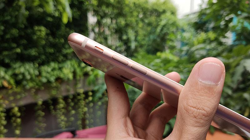 Các cạnh viền xung quanh của iPhone 8 Plus vẫn còn tương đối mới