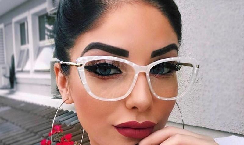 Không đeo thêm kính khi đi ra đường