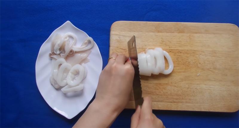 Cách làm mực chiên xù giòn ngon, ăn một lần là mê