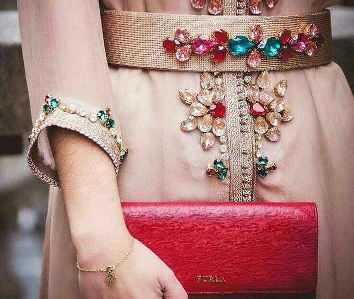 áo đính đá trang trí