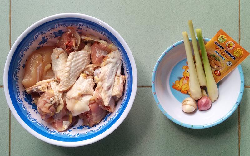 Cách làm gà kho cà ri sả đơn giản cho bữa cơm cuối tuần