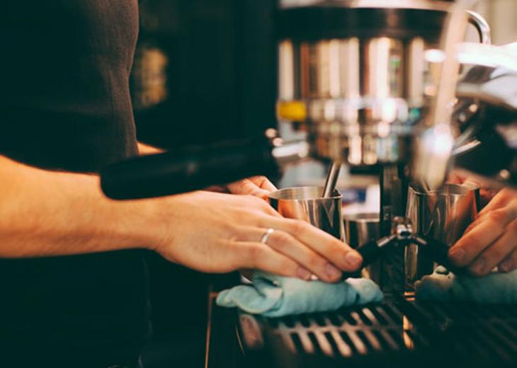 Vệ sinh máy pha cà phê