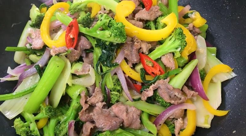 Cách làm thịt bò xào thập cẩm, thịt mềm rau giòn ngon