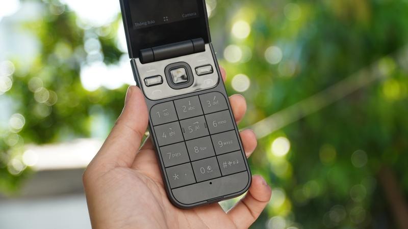 Mở bán 'huyền thoại' nắp gập Nokia 2720 Flip, giá dưới 2 triệu - ảnh 2
