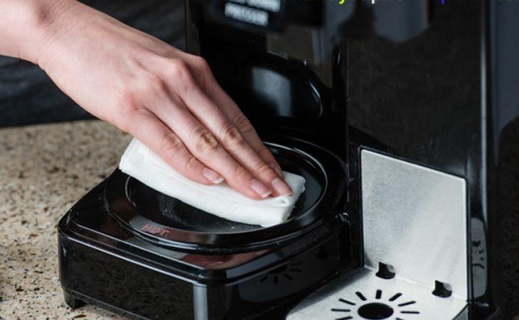 Vệ sinh máy pha cà phê mỗi tuần