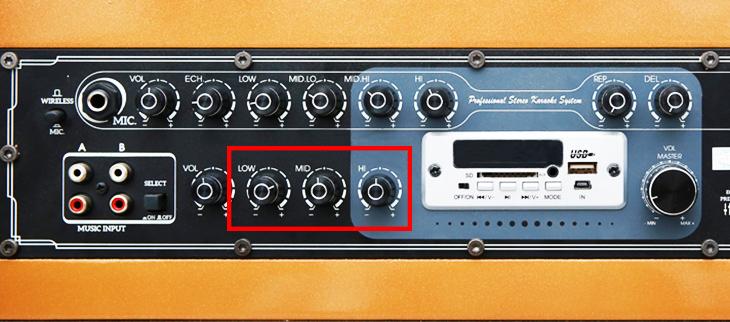 Các nút chỉnh nhạc trên loa bảng điều khiển loa kéo