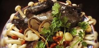 Cách chế biến gà ác hầm hạt sen thơm ngon bổ dưỡng cực dễ làm tại nhà