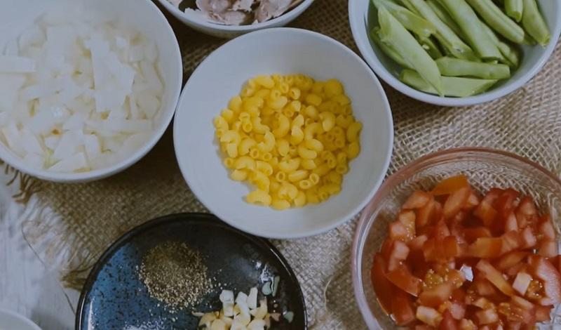 Bữa sáng ngon miệng, bổ dưỡng với cách nấu nui cho bé cực đơn giản