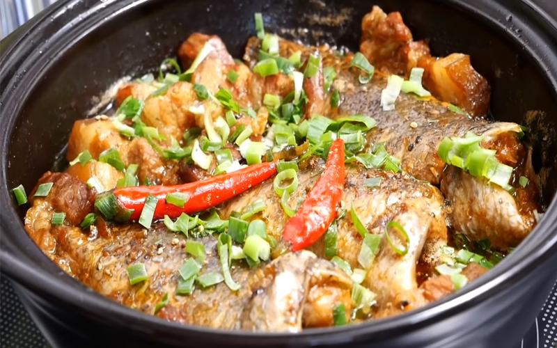 Cách làm cá rô kho tộ không bị tanh, màu sắc đẹp nhìn là đói bụng ngay