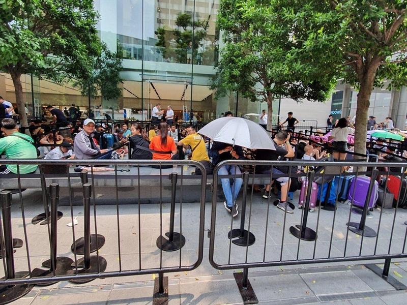 Người Việt đua nhau mang iPhone 11 về Việt Nam - ảnh 4