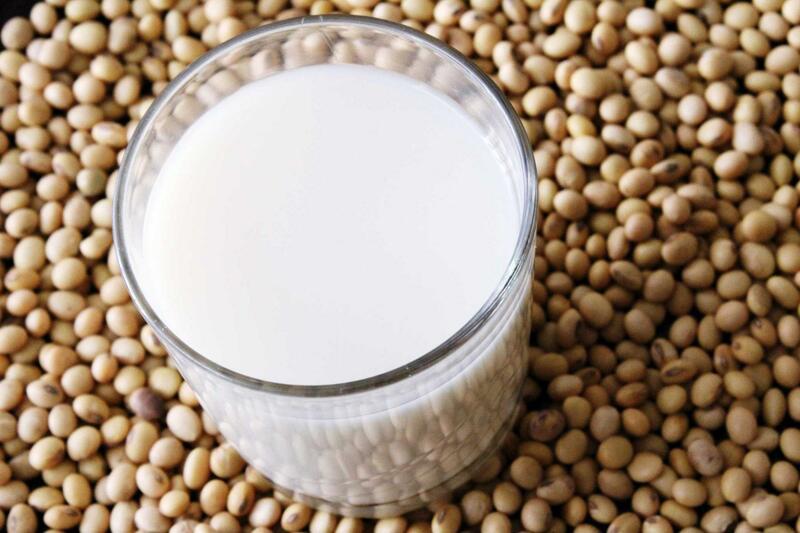 Uống sữa đậu nành buổi tối có tốt không?