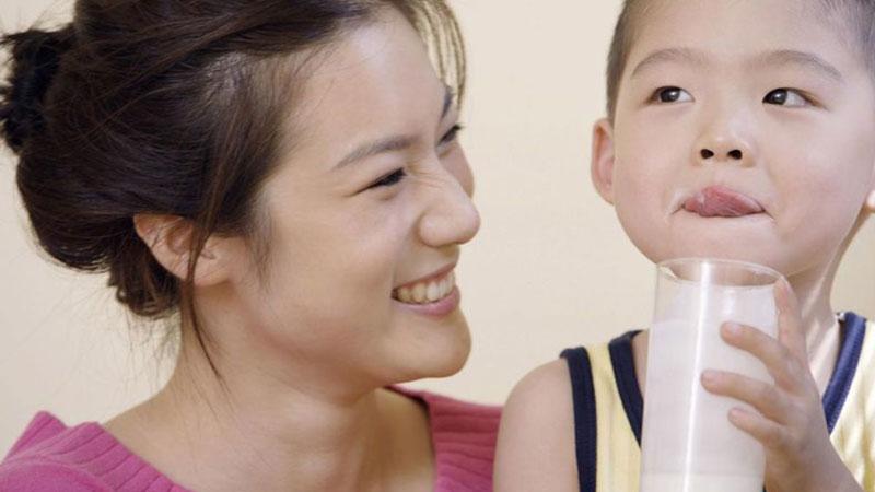 Trẻ em uống sữa đậu nành có tốt không