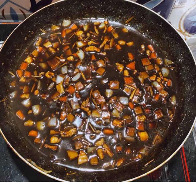 Bước 2 Xào thịt và các nguyên liệu Mì tương đen Hàn Quốc