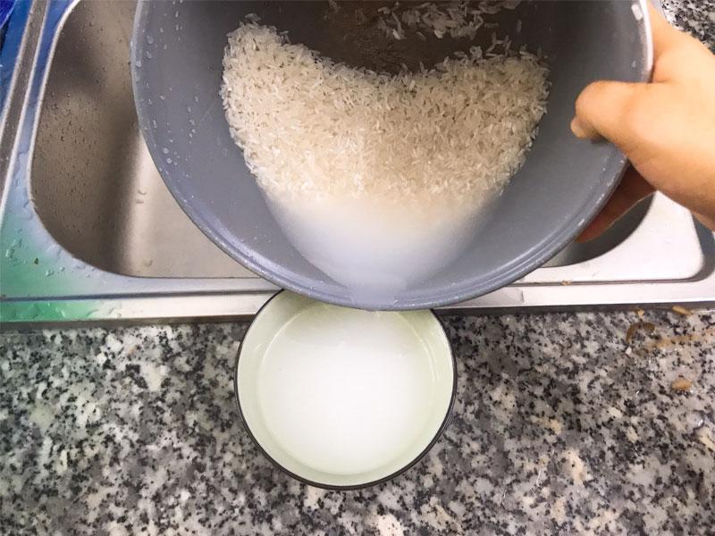 Tận dụng nước vo gạo để trị mụn, mờ thâm hiệu quả