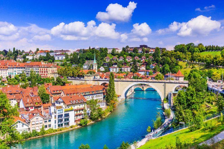Liên bang Thụy Sĩ nằm ở Tây - Trung Âu