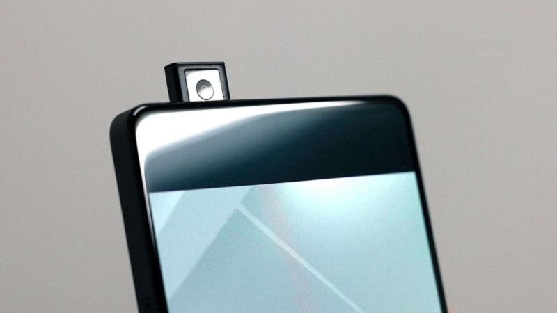 Motorola sắp tới sẽ ra mắt smartphone camera dạng pop-up đầu tiên của hãng