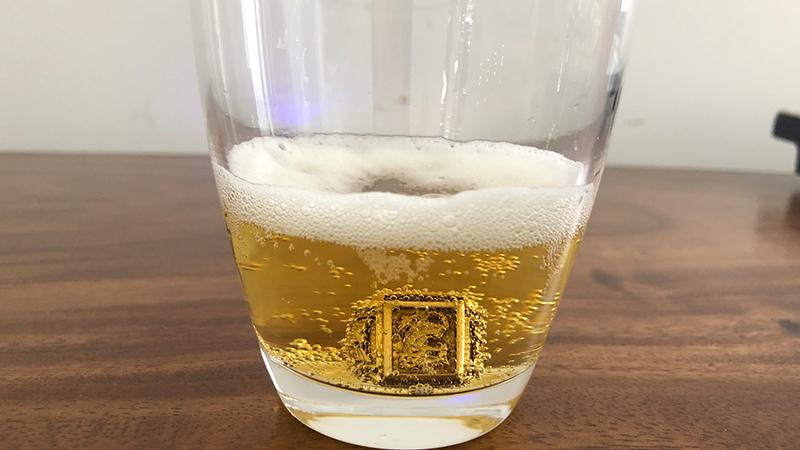 Đánh bóng trang sức bằng bia